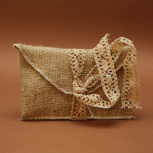 Burlap envelope with cotton lace favour / Μπομπονιέρα φάκελος λινάτσας με βαμβακερή δαντέλα