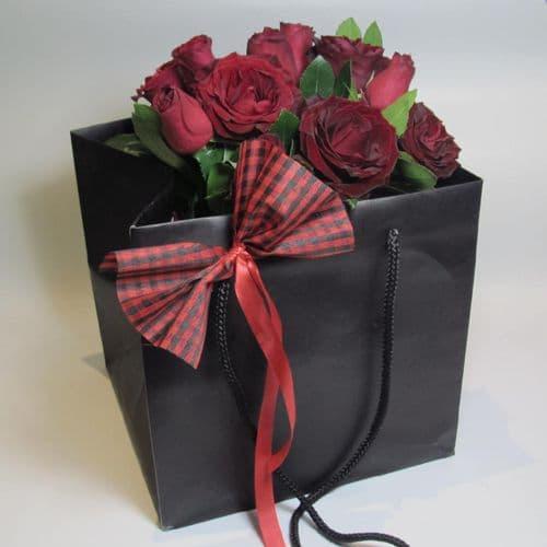 Red roses in a Paper bag / Κοκκινα τριανταφυλλα μεσα σε χαρτινη τσαντα