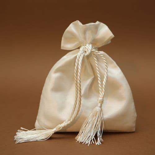 Satin pouch favour / Μπομπονιέρα εκρού σατέν πουγκί