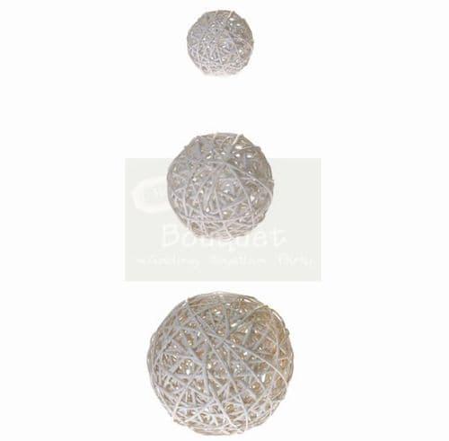 White wooden balls set of 3 / Λευκές ξύλινες μπάλες σετ των 3