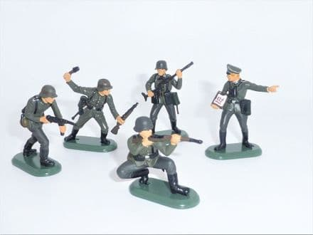 WB17832B William Britains Super Deetail Set of 5 WW11 German Infantry Figures