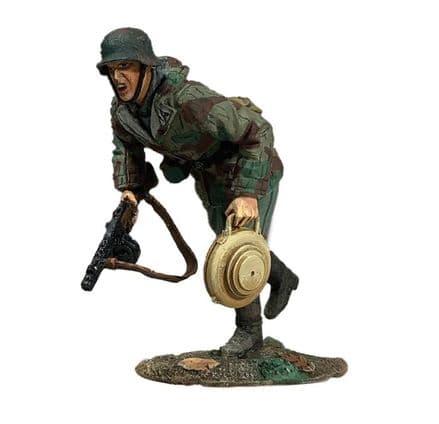 WB25112 - German Panzerknacker Running with Teller Mine 43