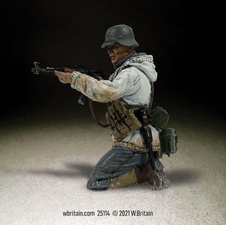 WB25114 German Grenadier in Parka Kneeling Firing Stg44, No.3