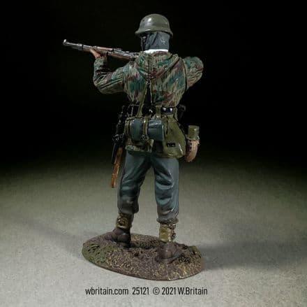 WB25121 German Grenadier in Parka Standing Firing K98, 1943-45