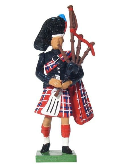 WB41072 Scots Guard Piper